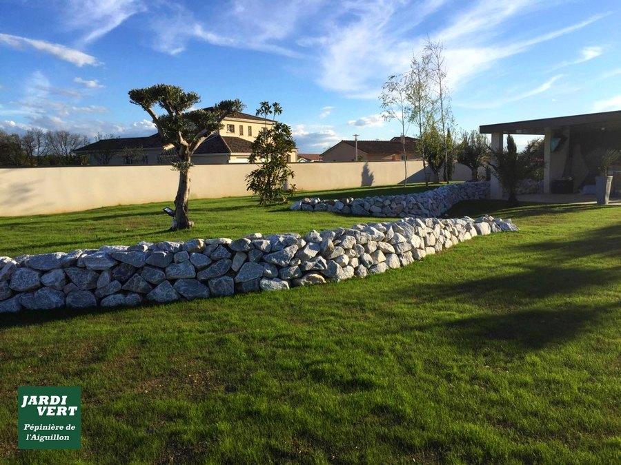 Construction de murets en pierre sèche et semis d'une pelouse à Léguevin