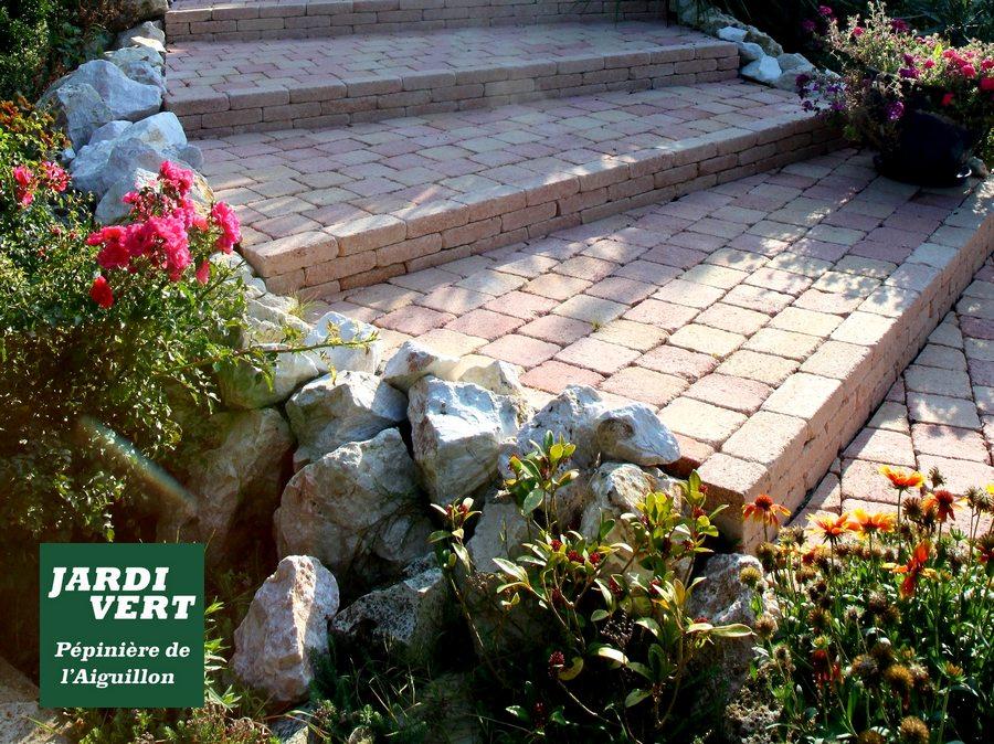 Création d'un escalier de jardin avec murets en pierre sèche à Muret