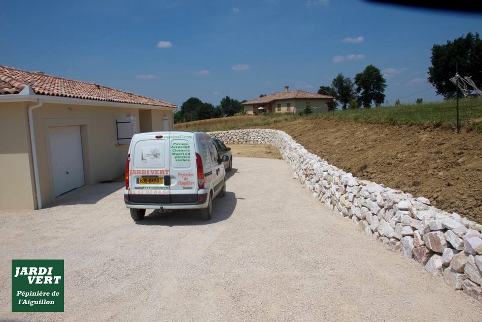 Construction de murs de soutènement en pierre sèche à Saint Clar de Rivière
