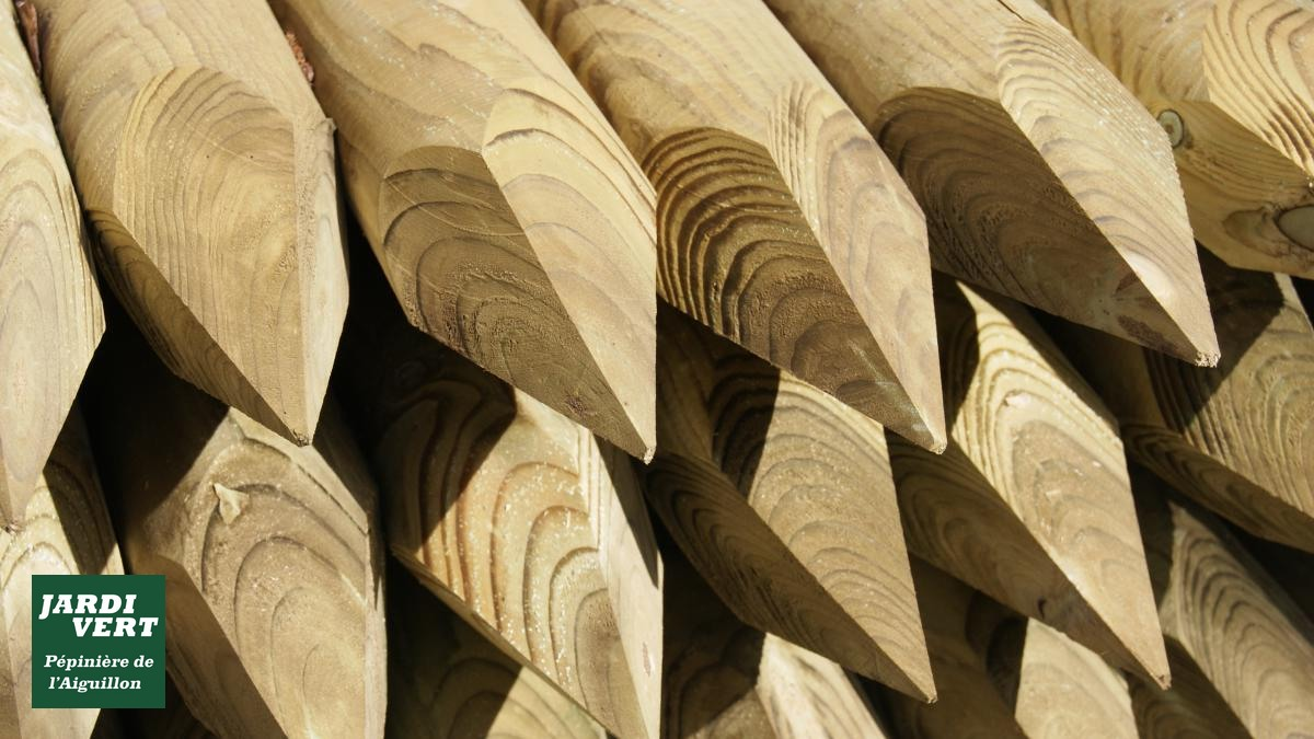 Vente de tuteurs et piquets bois pour l'attache des arbres à Toulouse